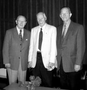Soomepoiste maikuisel koosviibimisel. Vas.: Hjalmar Parisva, Veikko Kallio ja Edgar Marten. Foto: Ylo-Mark Saar - pics/2007/16365_1_t.jpg