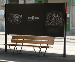 Kellareklaam. Nende kellade juures on aeg seisma jäänud. Trammipeatus Baselis. Foto: A. Siebert - pics/2007/16371_2_t.jpg