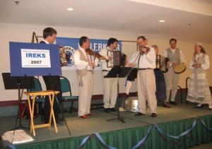 Baltlaste simmaniorkester IREKSil esinemas. Foto: Anu Oinas - pics/2007/16375_1_t.jpg