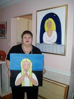 """Mai oma kahe maaliga: seinal """"Jään sind ootama³ (mis oli väljas ESTO 2000  zhüriinäitusel Torontos), ees """"Tüdruk palvetamas³ (ESTO 1988 zhüriinäitusel - pics/2007/16524_3_t.jpg"""