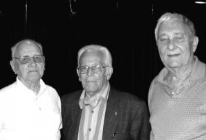 Soomepoiste koosviibimisel: vas. Edgar Walk, Hannes Oja ja Raffi Moks.   Foto: Y.-M. Saar - pics/2007/16695_2_t.jpg