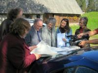 Evar and Heljo Saar explaining the family tree to Bob and Annette Kingsep, Tobi (Kingsep) Telford and June (Lapp) Kinsella - pics/2007/16779_2_t.jpg