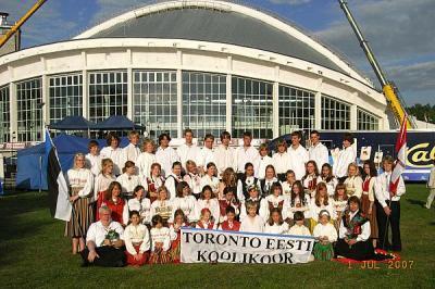 Toronto Eesti Koolikoor Lauluväljakul pärast kontserti.          Foto: EE      - pics/2007/16840_1_t.jpg