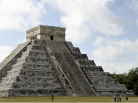 Üheks seistmest uuest maailmaimest sai Mehhiko maiade rajatud Chichen Itza. - pics/2007/16854_1.jpg
