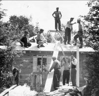 Kalevi Leegionärid ehitavad Järve Taret 1954.a. Foto: T. Säägi    - pics/2007/16879_1_t.jpg