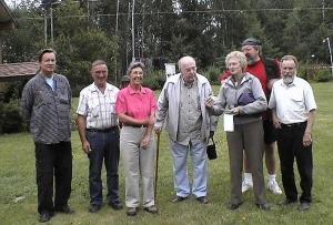 Vas. Jaan Puusaag, Grant ja Marianne Luck, Herbert Kirves, Juta Kitching portselanikildudega, Raimund Stamm, Terry Houghton Fort St. James'is. - pics/2007/17158_1_t.jpg