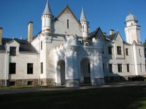Eesti üks ilusamaid losse Alatskivil ootab rentnikku.  Foto: T. Sarv - pics/2007/17229_1_t.jpg