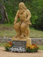 Vanast hiietammest tehtud peremees sümboliseerib peremehe tagasitulekut  Siberist.  Foto: MRÜ - pics/2007/17385_1_t.jpg