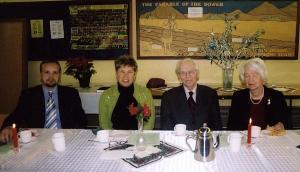 * Jõulukoosviibimisel: vas. õp. Arho Tuhkru, Rosemarie Lindau, Juhan ja Aino Laanes. Foto: P.R. - pics/2008/01/18627_1_t.jpg