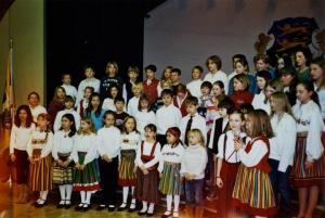 Õpilaskoor aktusel esinemas.   - pics/2008/02/19122_1_t.jpg
