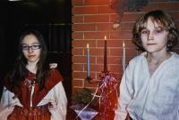 Katariina Jaenes ja Markus Stahl süütasid küünlad Eesti vabaduse eest võidelnute mälestuseks.   - pics/2008/02/19122_3_t.jpg