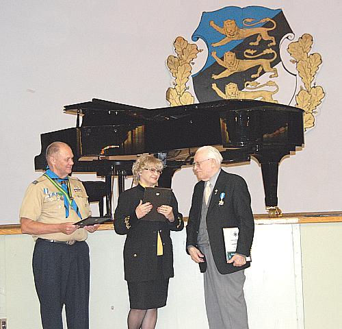 EKN Teenete Kuldmärgi saajad Jaan Lepp, Evelin Koop, Hannes Oja - pics/2008/02/19137_1.jpg