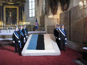 Esimene sinimustvalge EÜSlaste auvahtkonnaga Toomkirikus.    Foto: T. Pikkur         - pics/2008/02/19192_1_t.jpg