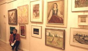 Olja Müller näitusel oma maali ees. Foto: Eda Sepp - pics/2008/03/19264_2_t.jpg