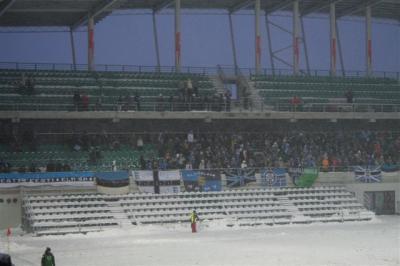 Tõsiste fännide lipud: Võitle Eesti, võitle! ja Blue Black Army. - pics/2008/03/19442_21_t.jpg