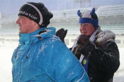 Teisel poolajal läks Oliver Konsa tsenderdatud pall Kanada kaitsjast Paul Stalterist oma väravasse (59. minutil); teise värava lõi Vjatðeslav Zahovaiko (90. minutil). ME VÕITSIME! Sõprusmängu lõppseis: Eesti 2 – Kanada 0. - pics/2008/03/19442_42_t.jpg