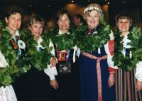 Grupp dirigente Esto 2000 laulupeo ajal Torontos: vas. Rosemarie Lindau,Lydia Rahula, Reet Lindau-Voksepp, Asta Ballstadt, Margit Viia-Maiste.       - pics/2008/03/19474_3_t.jpg
