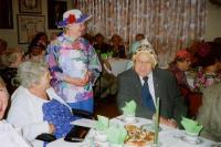 Pildil vas. Hedwig Jääger, osav tanu sokutaja Elna Libe, Meinhard Jääger, Salme Lepik. Foto: Viktor Libe     - pics/2008/04/19597_1_t.jpg