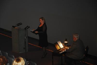 Esineb mezzo-sopran Monica Zerbe, teda saadab Charles Kipper.  - pics/2008/04/19679_26_t.jpg