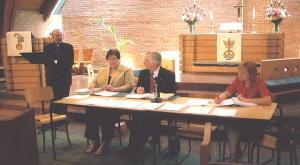 Vasakult: õp. dr. A. Taul, Leena Liivet, Olev Maimets ja Kairi Hemingway.  Foto: P.R. - pics/2008/04/19705_1_t.jpg