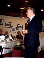 Pastor Jüri Puusaag räägib päevakohase jutu ja ütleb söögipalve. - pics/2008/04/19739_8_t.jpg