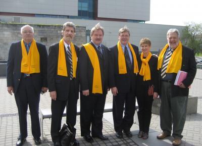EKN-i delegatsioon ÜEKN-i täiskogu koosolekul Vilniuses. Vas. Veljo Areng (ÜEKN-i laekur), Jaak Juhansoo (ÜEKN-i esimees), Avo Kittask (EKN-i esimees), Markus Hess (EKN-i juhatuse liige), Ellen Leivat (EKN-i juhatuse liige), Laas Leivat (EV aupeakonsul Kanadas ja EKN-i poliitiline nõunik). - pics/2008/05/19784_4_t.jpg