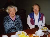 Aprillikuu sünnipäeva pühitsevad Aino Rosenberg ja Virve Leesma, pildilt puudub Endel Tigane. Foto: P.R. - pics/2008/05/19821_2_t.jpg