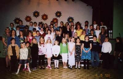 Esineb täienduskooli koor. - pics/2008/05/19840_1_t.jpg