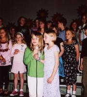 """1.-4. kl. õpilaste esituses kõlas """"Emakese pidupäev"""", solistid Maili Vessmann ja Silvi Raud. - pics/2008/05/19840_5_t.jpg"""