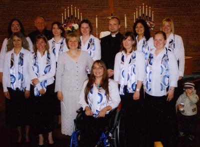 """Ansambel """"Helin"""" koos oma juhi Margit Viia-Maiste ja õpetajatega. Foto: P.R. - pics/2008/05/19868_1_t.jpg"""