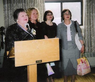 EKKT president kodumaiste külalistega. Vasakult: Mai Järve-Vomm, Marika Valk, Reet Mark, Sirje Helme. Foto: E. Purje - pics/2008/05/19869_1_t.jpg