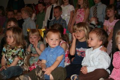 Lapsed laval lauluks valmistumas - pics/2008/05/19872_2_t.jpg