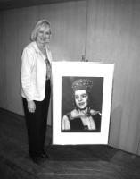 Noore kunstniku Aleksander Wallneri maalitud Valve Andre portree avas koosolekul pidulikult Anne Remmel.   Foto: J. Laansoo - pics/2008/05/19936_6_t.jpg