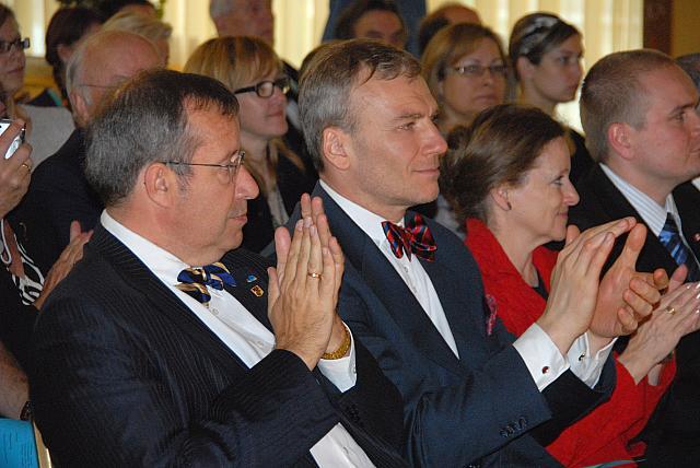 President Toomas Hendrik Ilves ja uus Eesti suursaadik Kanadas Väino Reinart. - pics/2008/05/19960_17.jpg