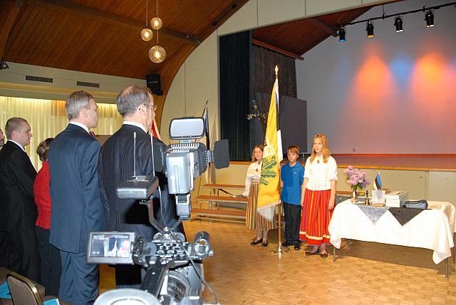 """""""Kaunistagem Eesti kojad..."""" Lippurid Liisbet Valter-Kalm, Markus Tralla ja Kaara van Meggelen 5. klassist - pics/2008/05/19960_6.jpg"""