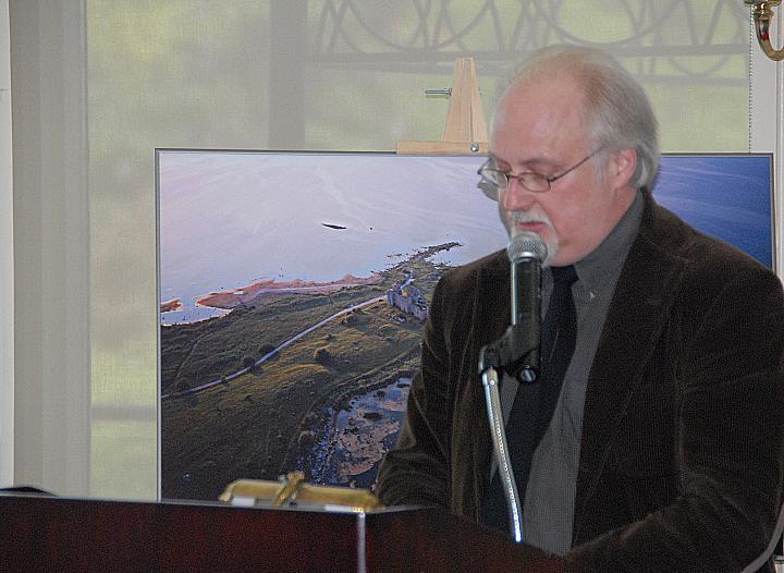 Südamliku kõnega Montreali Eesti Seltsi esimees Karl Raudsepp - pics/2008/05/20010_8.jpg