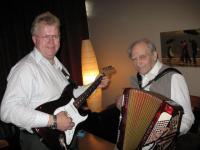 Ühislaule saatsid Voldemar Palo akordionil ja Lembit Vohnja kitarril. Foto:  Anne Orunuk - pics/2008/06/20047_2_t.jpg