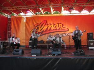 Kukerpillid esinemas Õllesummeril.  Arhiivifoto. - pics/2008/06/20053_1_t.jpg