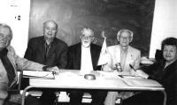 Mulkide Seltsi vanematekogu 2007. Vasakult: William Mandra, Paul Rabisson,   Jaan Vares, Joh. Vihma ja Saima Varangu. Foto: P.R.        - pics/2008/06/20055_1_t.jpg