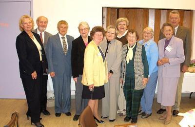 Esto Link¹i vabatahtlikud ja esinejad pärast jumalateenistust ja lõunasööki  Castleview hooldekodu auditooriumis.   - pics/2008/06/20063_1_t.jpg