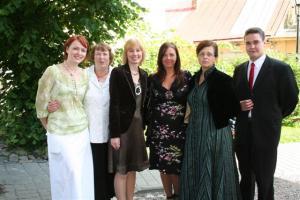 Kanada saatkonna Eesti esinduse töötajad. Pikem tutvustus järgmises lehenumbris... - pics/2008/07/20320_23_t.jpg