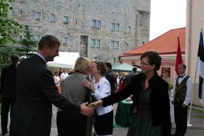 Saabusid peaminister Andrus Ansip ja tema Torontost pärit nõunik Kyllike Sillaste-Elling. - pics/2008/07/20320_6_t.jpg
