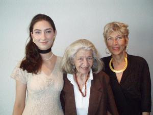 Leila Roos (vas.), Helen Tobias-Duesberg ja Maaja Roos. Foto: K. Tensuda - pics/2008/07/20324_1_t.jpg