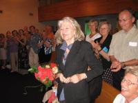 Kontserdi aupatroon helilooja Helen Tobias-Duesberg lilledega. Foto: E.  Purje - pics/2008/07/20326_2_t.jpg
