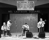 Kukerpillid esinemas Mel Lastman Square'il Nordic Fair¹i raames. - pics/2008/07/20366_2_t.jpg