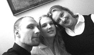 Ingrid (paremal) koos õde Kristi ja vend Erikuga. - pics/2008/07/20427_1_t.jpg