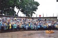 Eesti Meestelaulu Seltsi poistekoorid laulmas Meestelaulupäeval 14. juunil 2008 Kuressaares. Foto: H. Paara   - pics/2008/07/20466_1_t.jpg