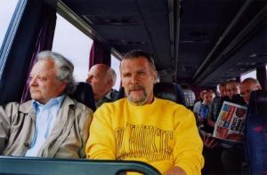 Tallinna Inseneride Meeskoori bussiga Virtsu sõidul 13. juunil. Ees vasakul maestro Ants Üleoja.  Foto: H. Paara - pics/2008/08/20532_1_t.jpg
