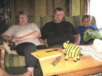 Raja-Jaani puhketalu pere: Ly, Andrus ja Oliver.   Foto: E. Purje  - pics/2008/09/20960_1_t.jpg