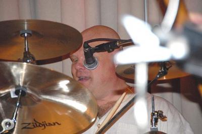 Mr. Robert Vessmann trummide keskel - pics/2008/09/20967_4_t.jpg